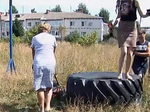 Собинская чиновница, нахамившая депутату, чуть не наехала на журналистов газонокосилкой