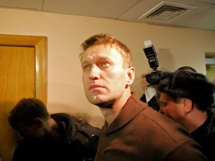 Голодающего Алексея Навального перевели во Владимир