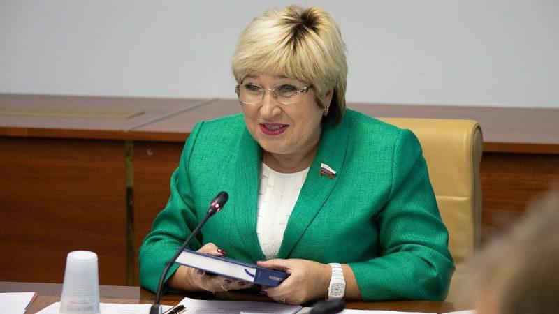 Член Совфеда от ЗС Ольга Хохлова за полтора года не внесла ни одного законопроекта