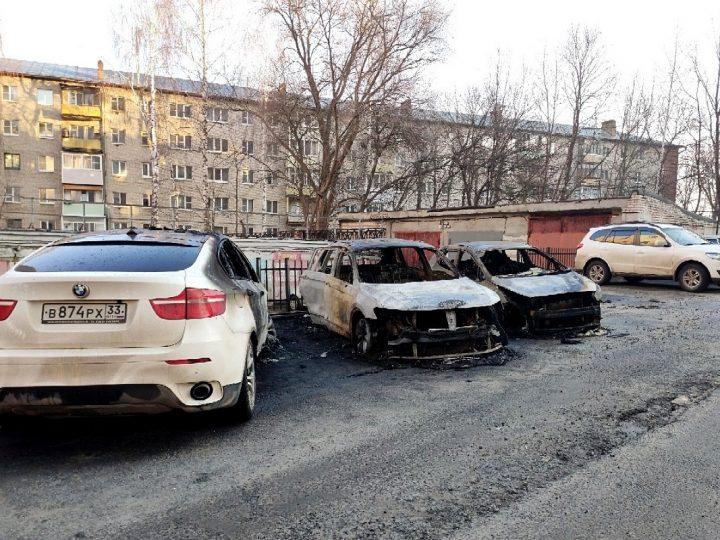 Ночью во Владимире сгорели три автомобиля