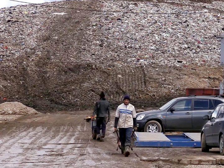 Прокуратура запретила ввоз московского мусора на александровскую свалку